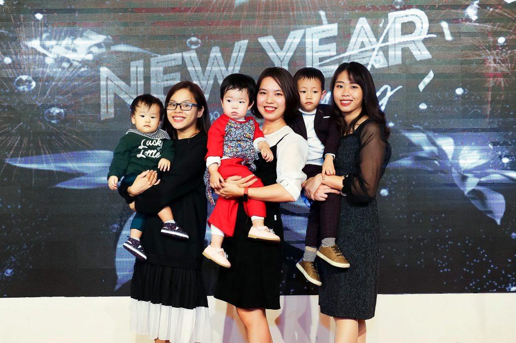 """New Year Party 2020 - bữa tiệc ấm cúng bên """"gia đình"""" MediaZ 16"""