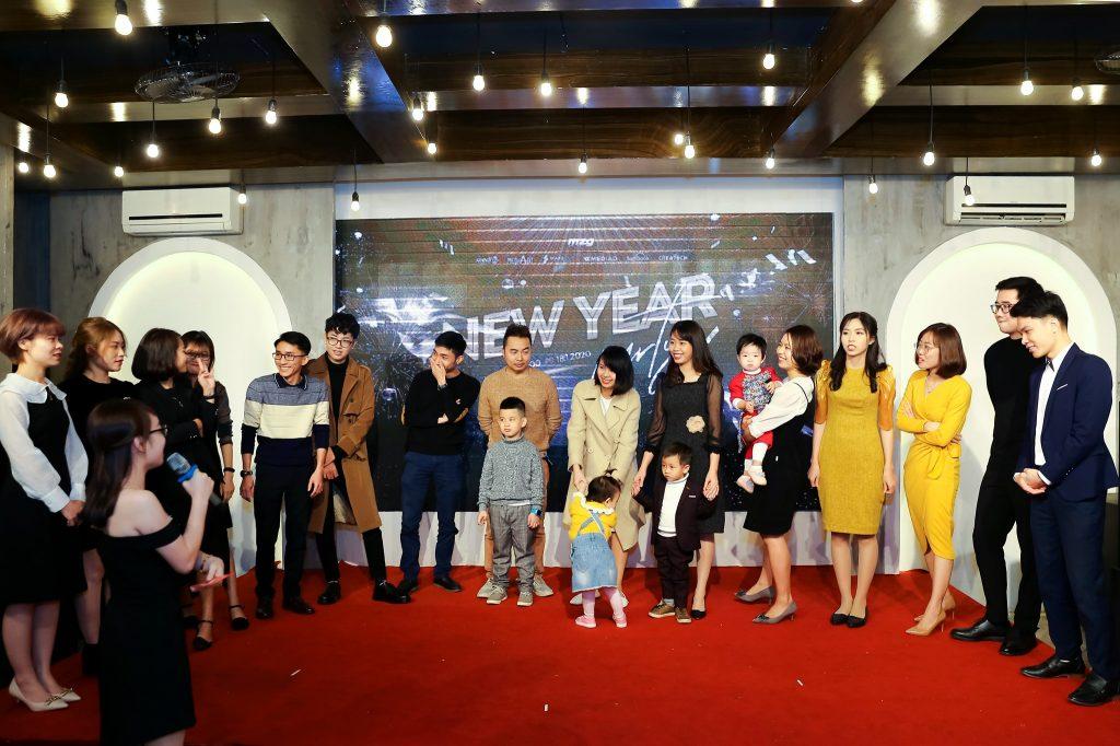 """New Year Party 2020 - bữa tiệc ấm cúng bên """"gia đình"""" MediaZ 8"""
