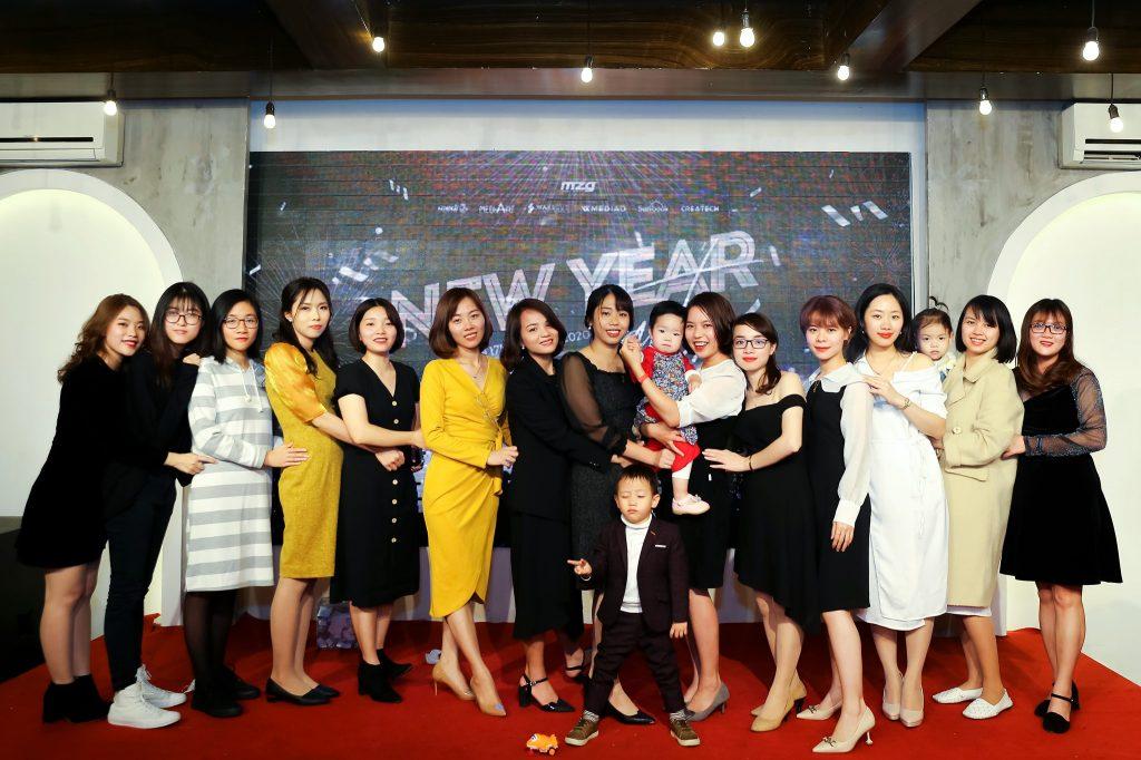 """Photo New Year Party 2020 - bữa tiệc ấm cúng bên """"gia đình"""" MediaZ 1"""