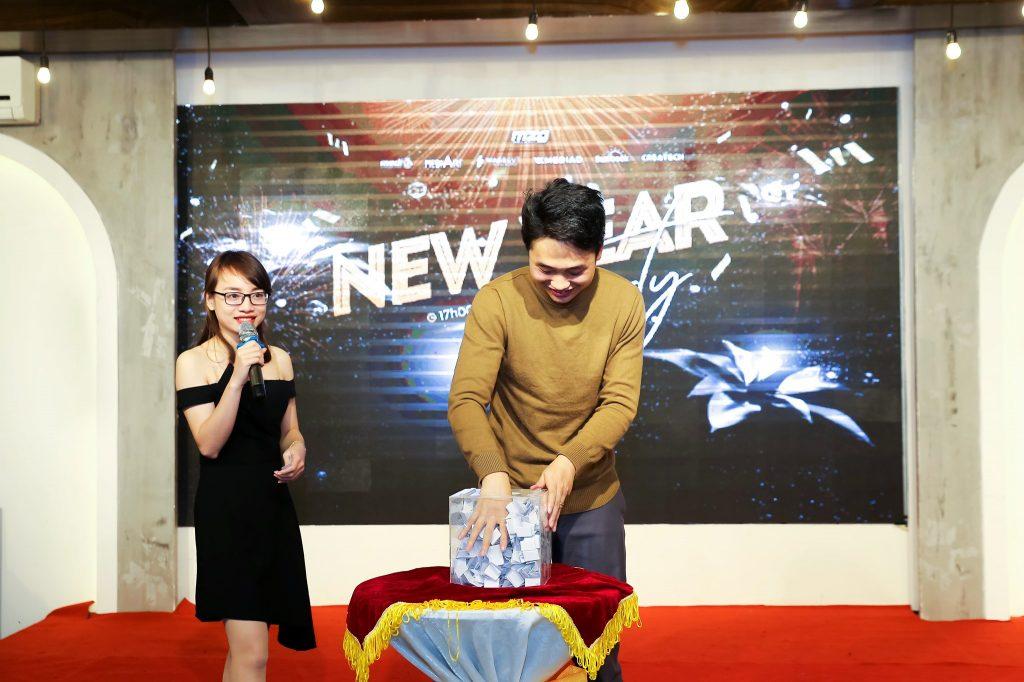 """New Year Party 2020 - bữa tiệc ấm cúng bên """"gia đình"""" MediaZ 14"""