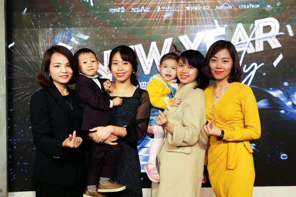 """Photo New Year Party 2020 - bữa tiệc ấm cúng bên """"gia đình"""" MediaZ 22"""